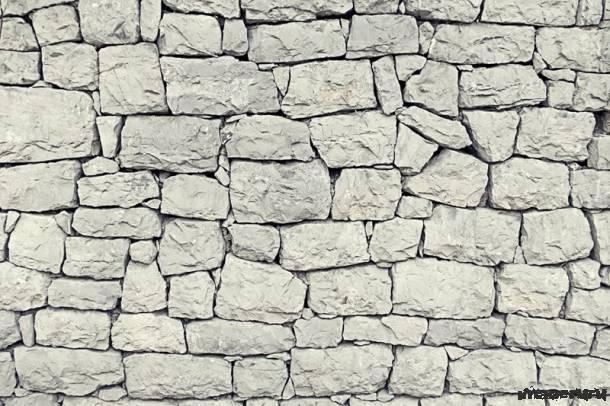 Светлая каменная стена