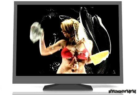 Девушка моет экран твоего монитора